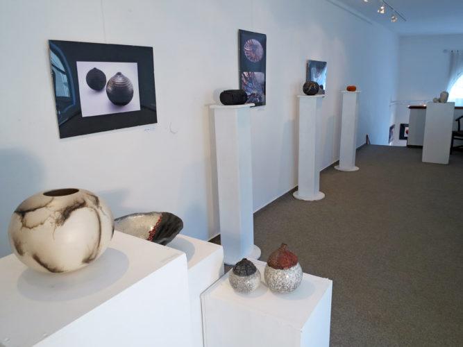 Kiállítótér (emelet) - Tapintható univerzumok: egyéni kiállítás Suttogógömbökkel