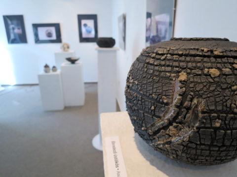 Ébredező üstökös - Tapintható univerzumok: egyéni kiállítás Suttogógömbökkel