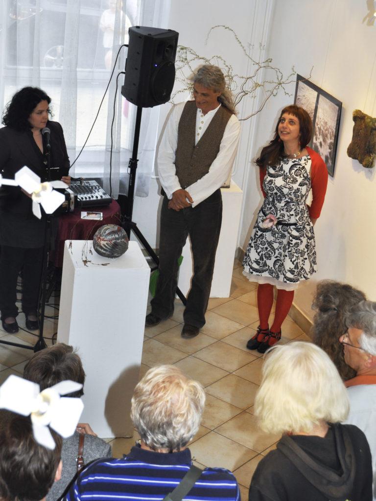 Beharangozó - Tapintható univerzumok: egyéni kiállítás Suttogógömbökkel