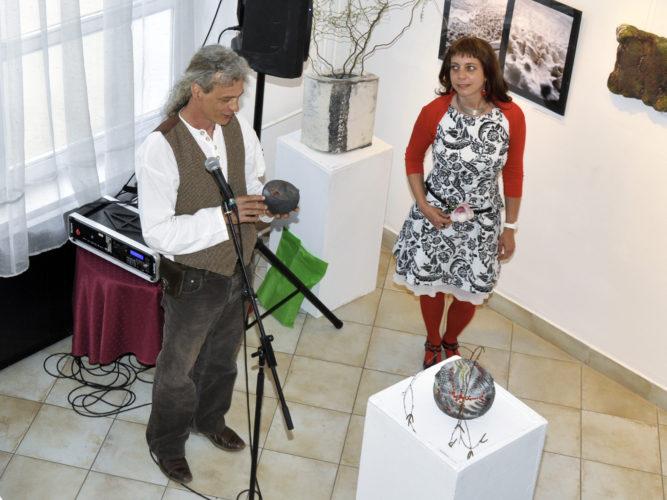 Egyházy Gábor - Tapintható univerzumok: egyéni kiállítás Suttogógömbökkel