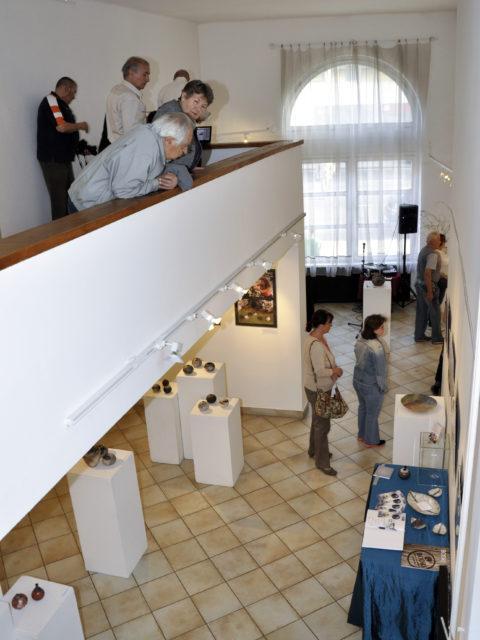 Újpest galéria - Tapintható univerzumok: egyéni kiállítás Suttogógömbökkel