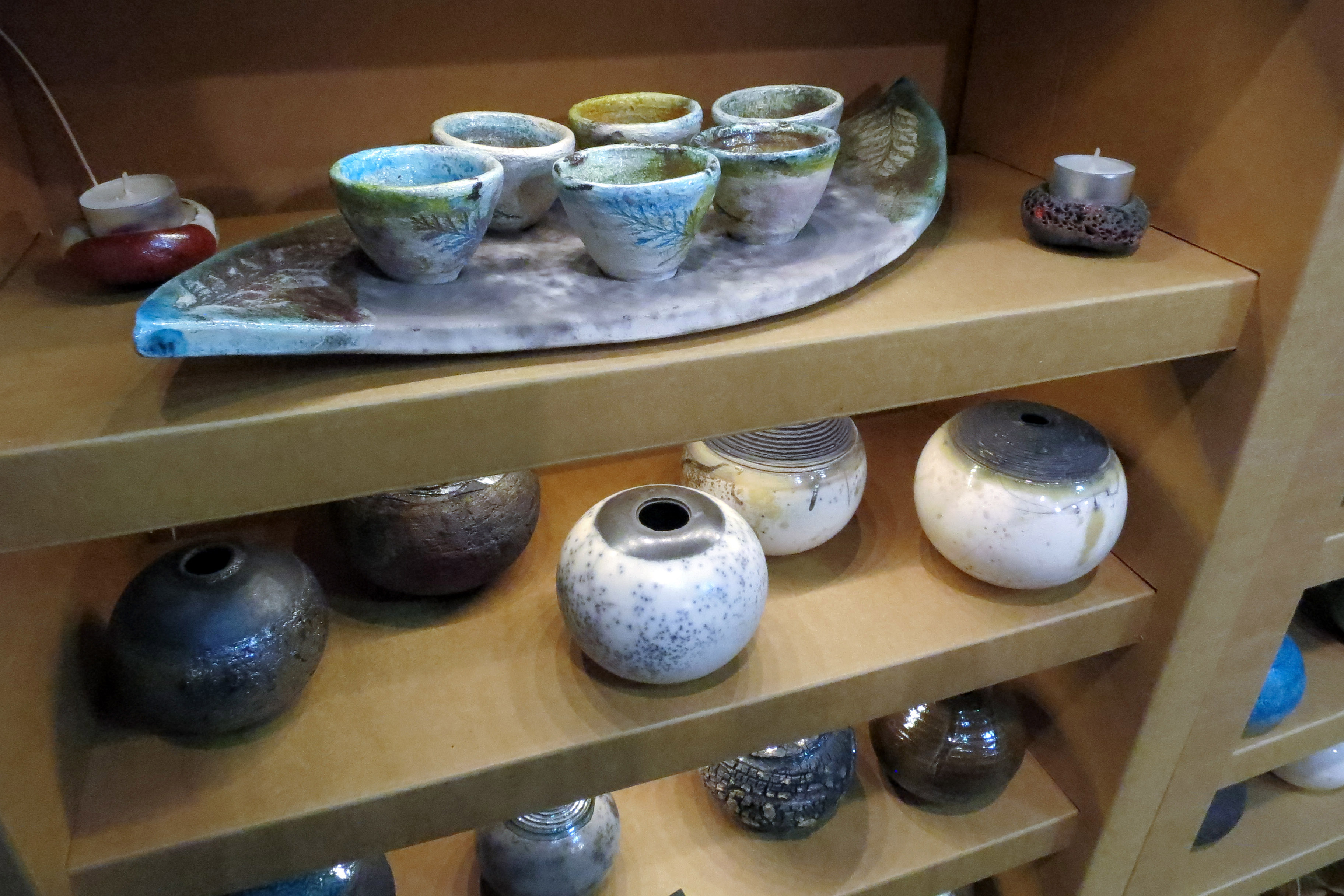 Ceramics on Paper Shelves - L'Artigiano in Fiera: Exhibition and Fair in Milan