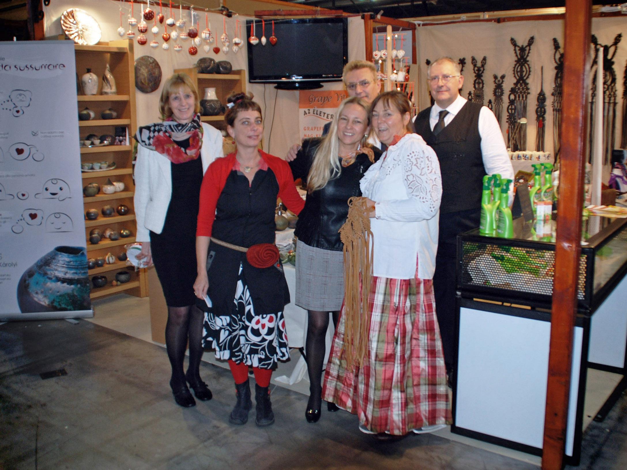 A Great Team (Katalin Egri, Ildikó Károlyi, Judit Timaffy, Zsolt Dr. Csabai, Kati Andrejszki and Filippo Farkas) - L'Artigiano in Fiera: Exhibition and Fair in Milan