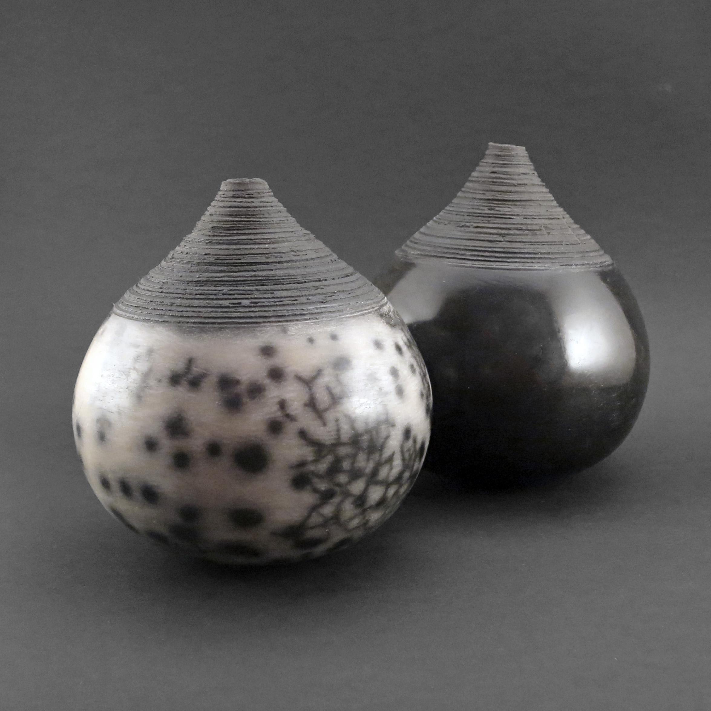 Black Light: Whispering Globes - Ildikó Károlyi