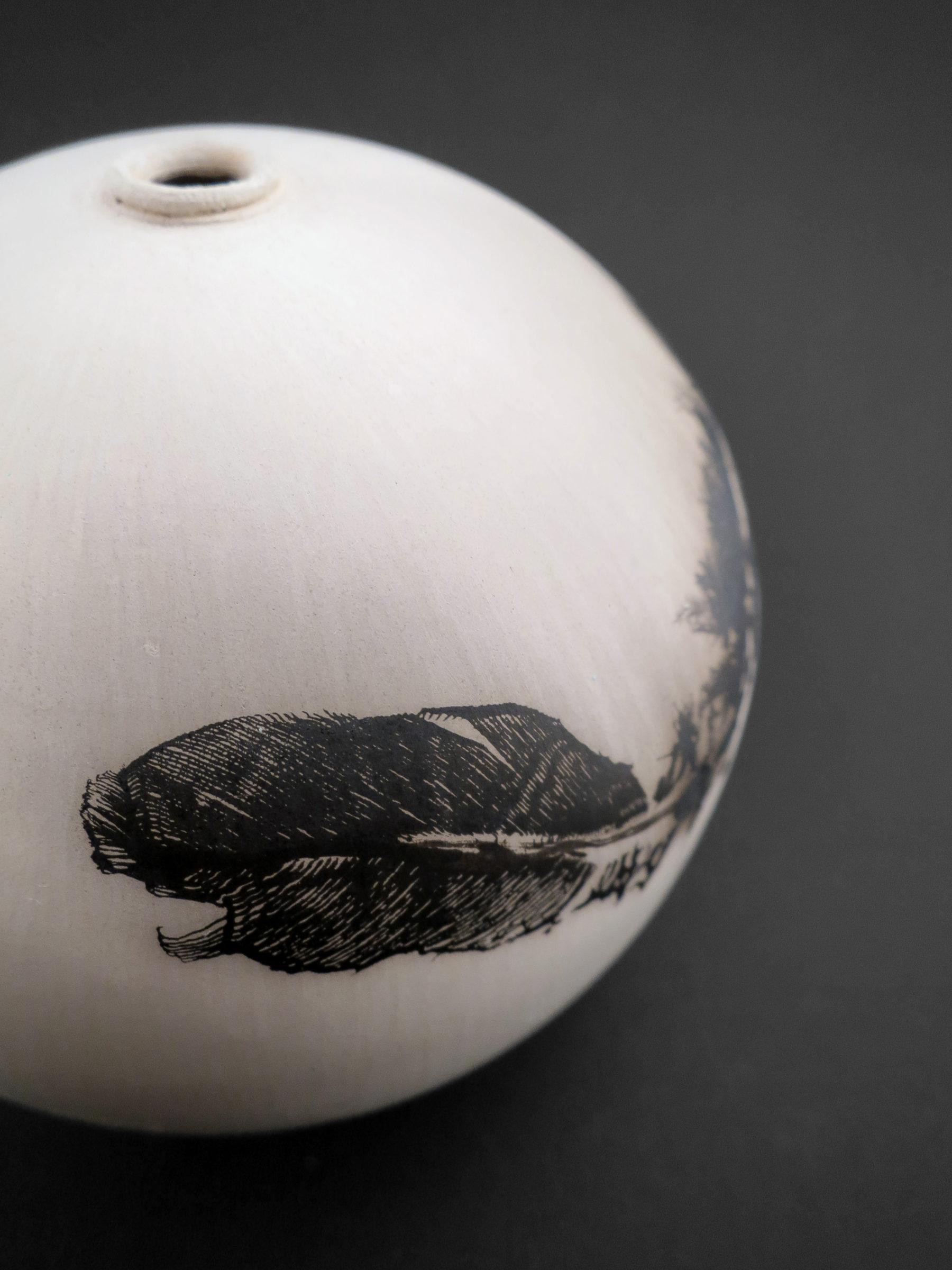 Simple is Beautiful: Whispering Globe - Ildikó Károlyi