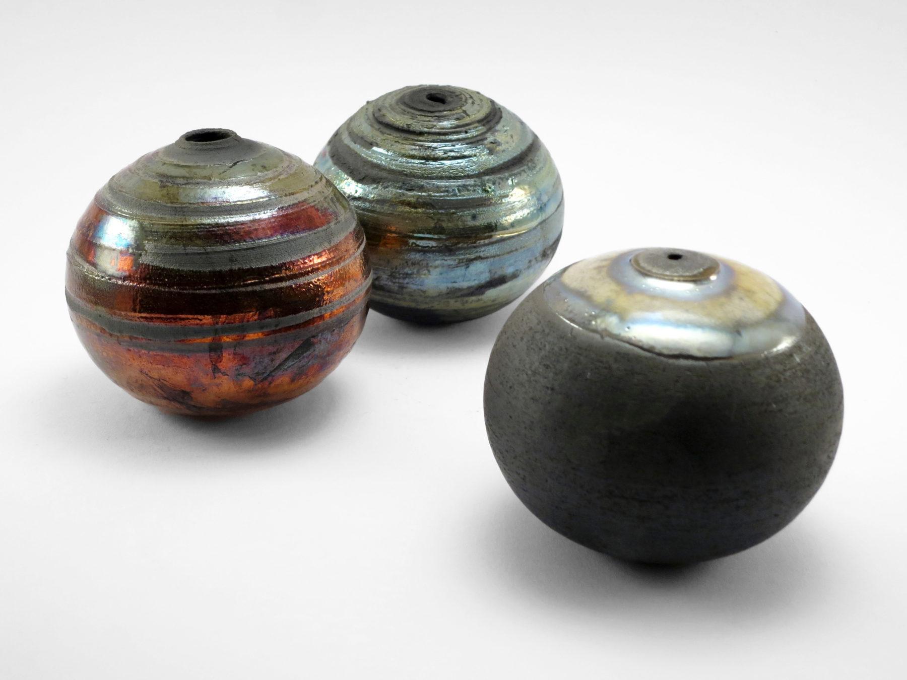 Glam and Glitter: Whispering Globes - Ildikó Károlyi