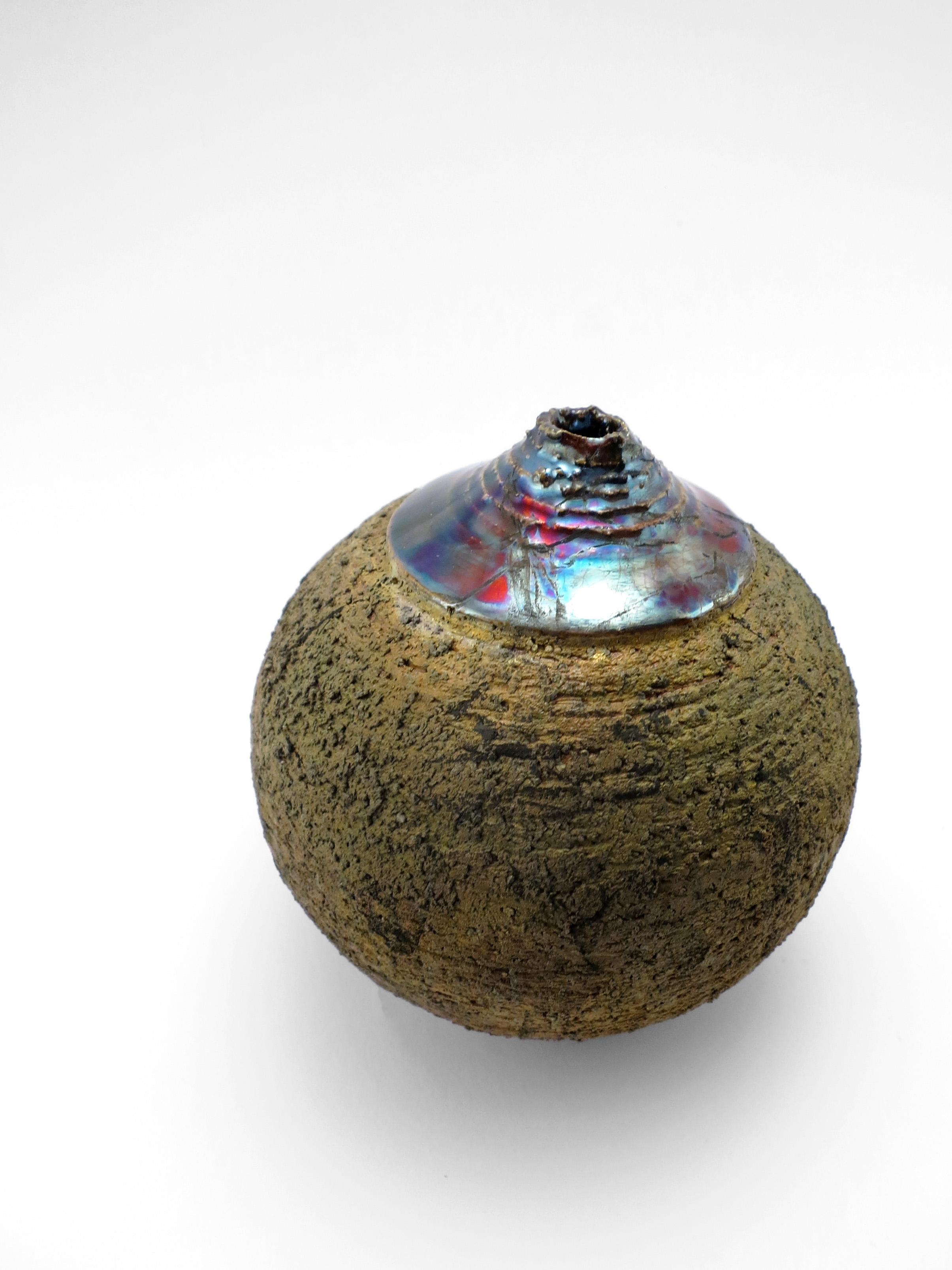 Glass Mountain: Whispering Globe - Ildikó Károlyi
