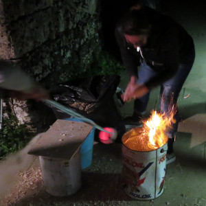 Raku+Air: The glowing pieces receive their second thermal shock