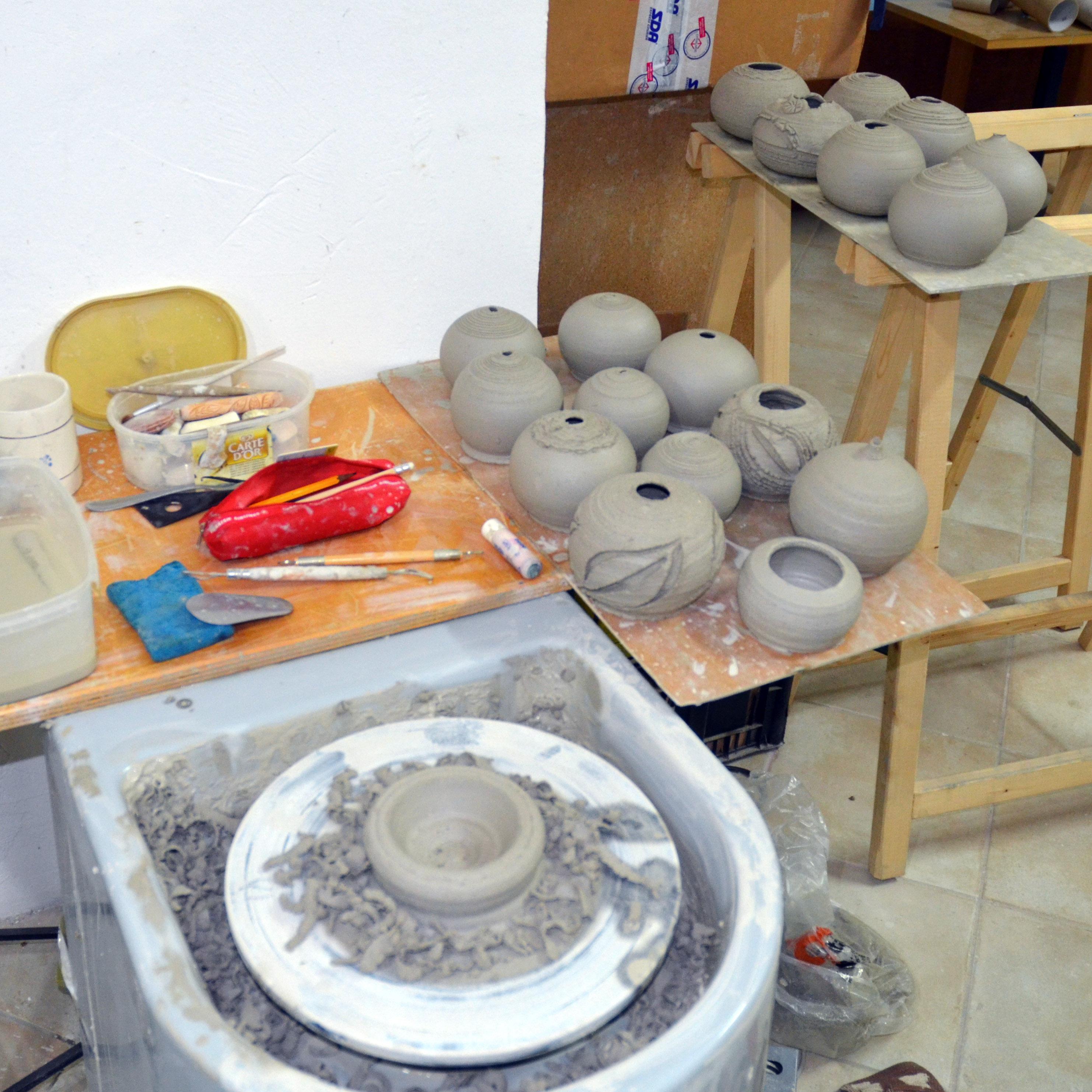 Raku+Earth: Drying Globes - Ildikó Károlyi