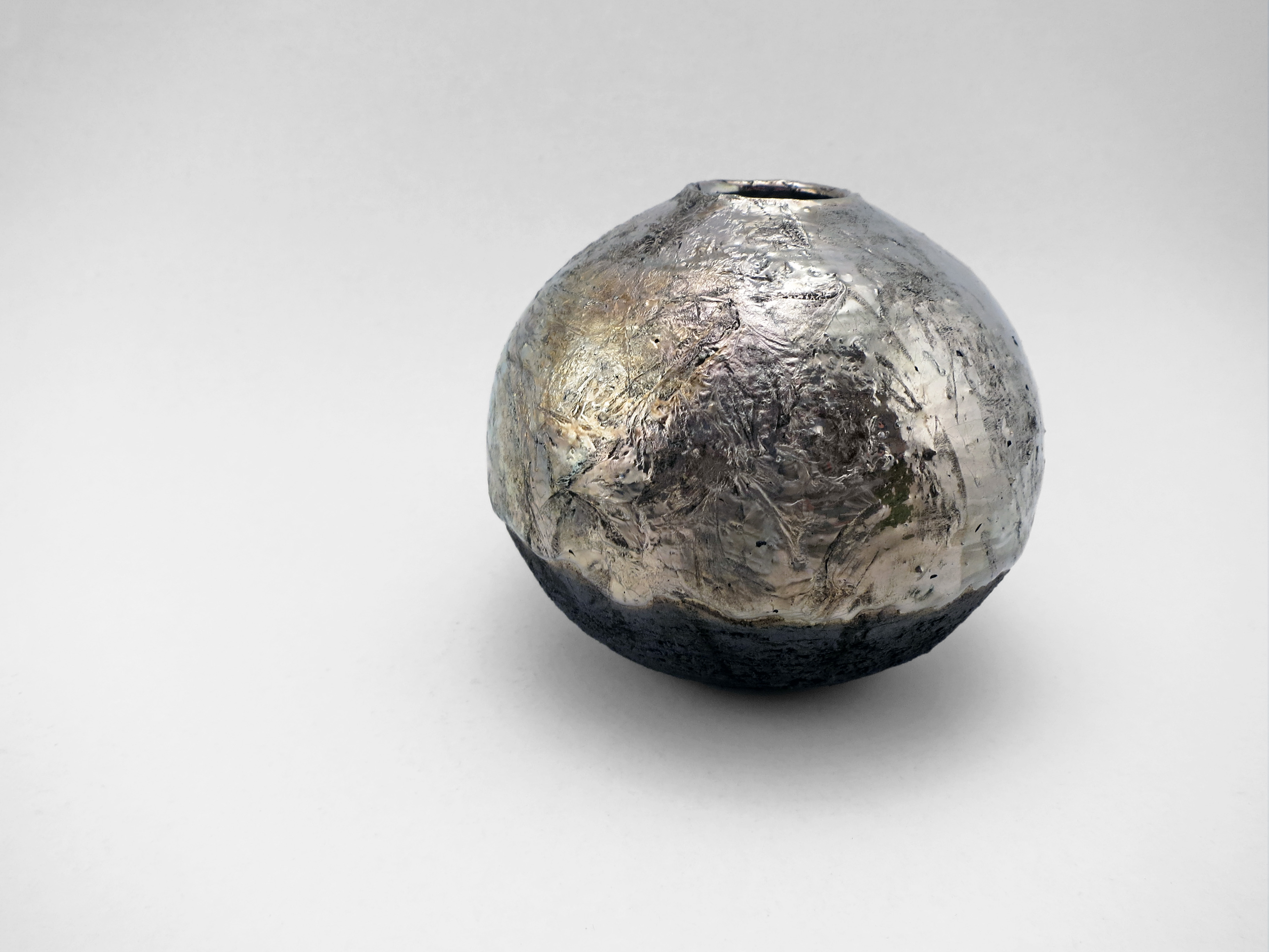 Weird Terrain on Mercury: Whispering Globe - Ildikó Károlyi