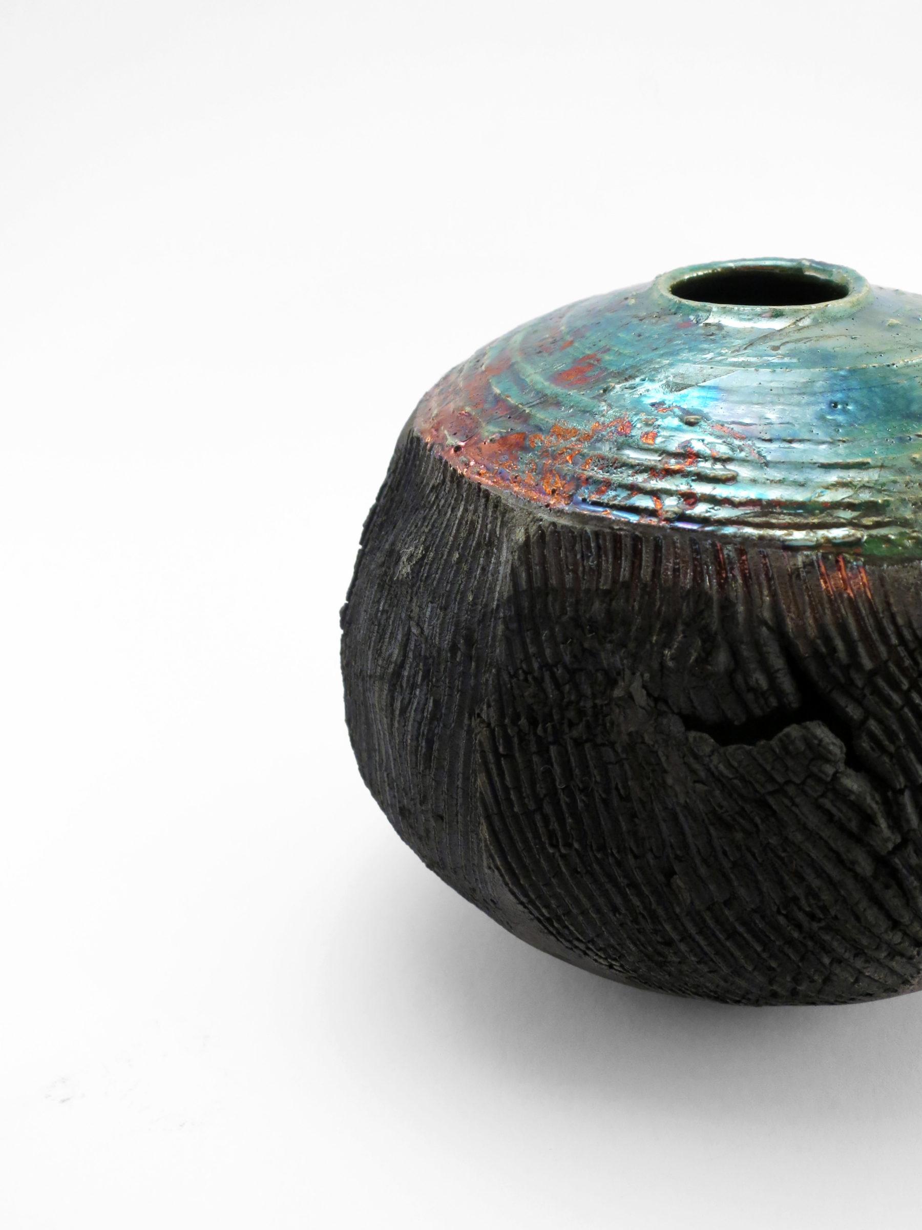 Abyss: Whispering Globe - Ildikó Károlyi