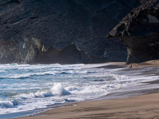 Erodált lávafolyások: Playa de Mónsul- Károlyi Ildikó kerámia