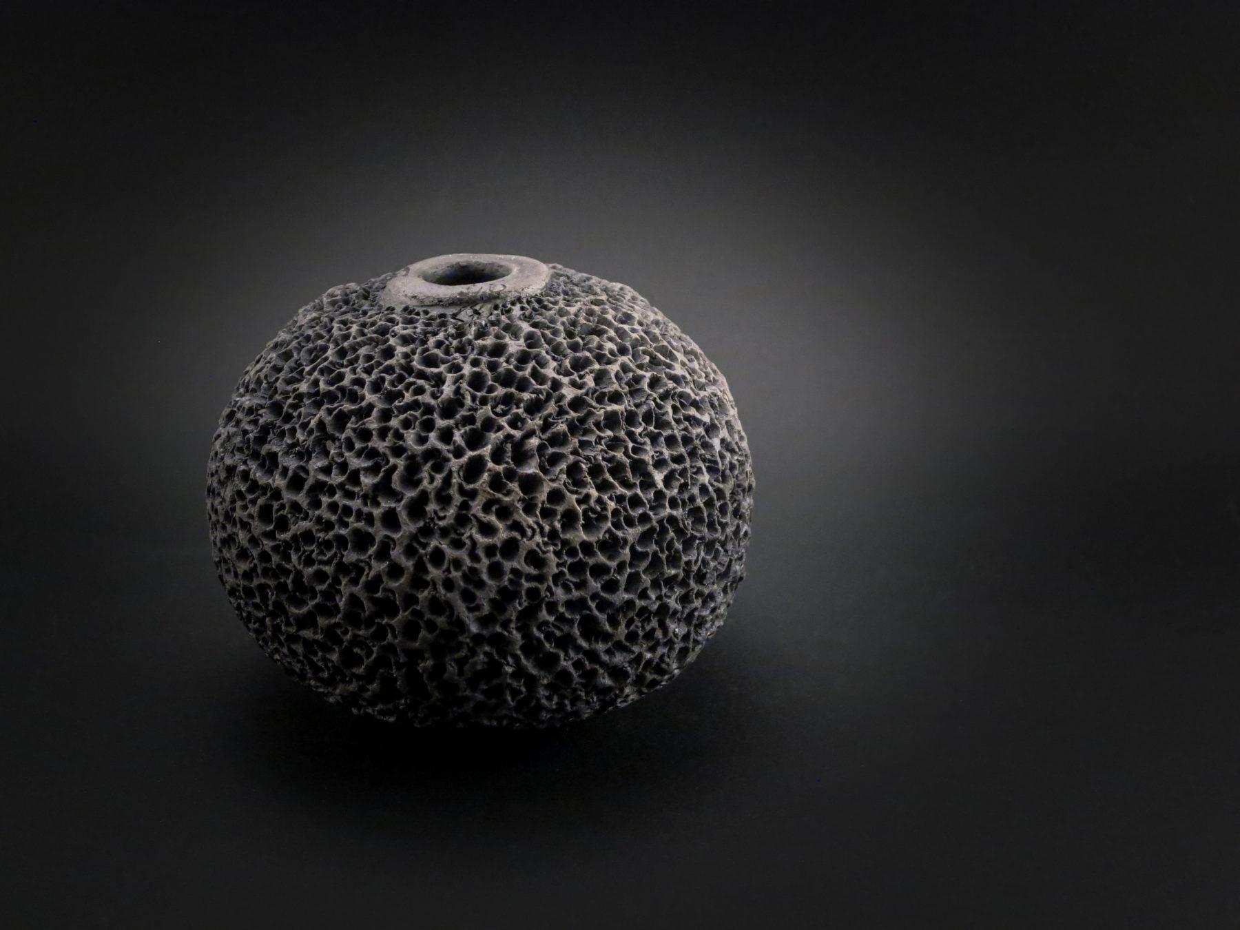 Black Sponge: Whispering Globe - Ildikó Károlyi