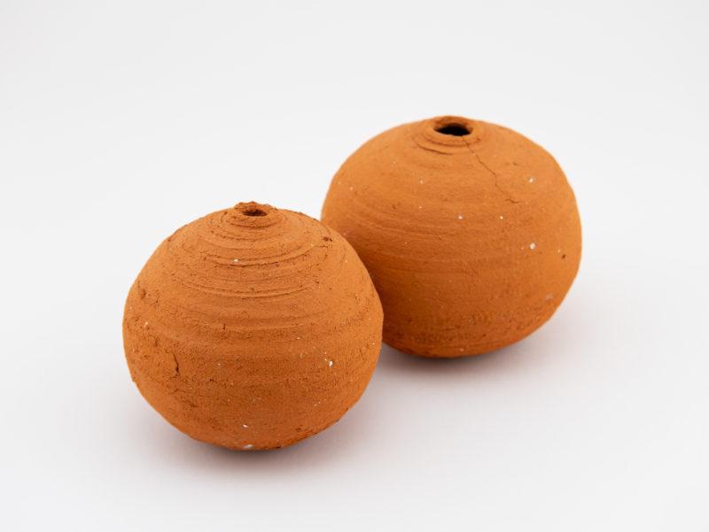 Wild-clay Whispering Globe couple - Ildikó Károlyi