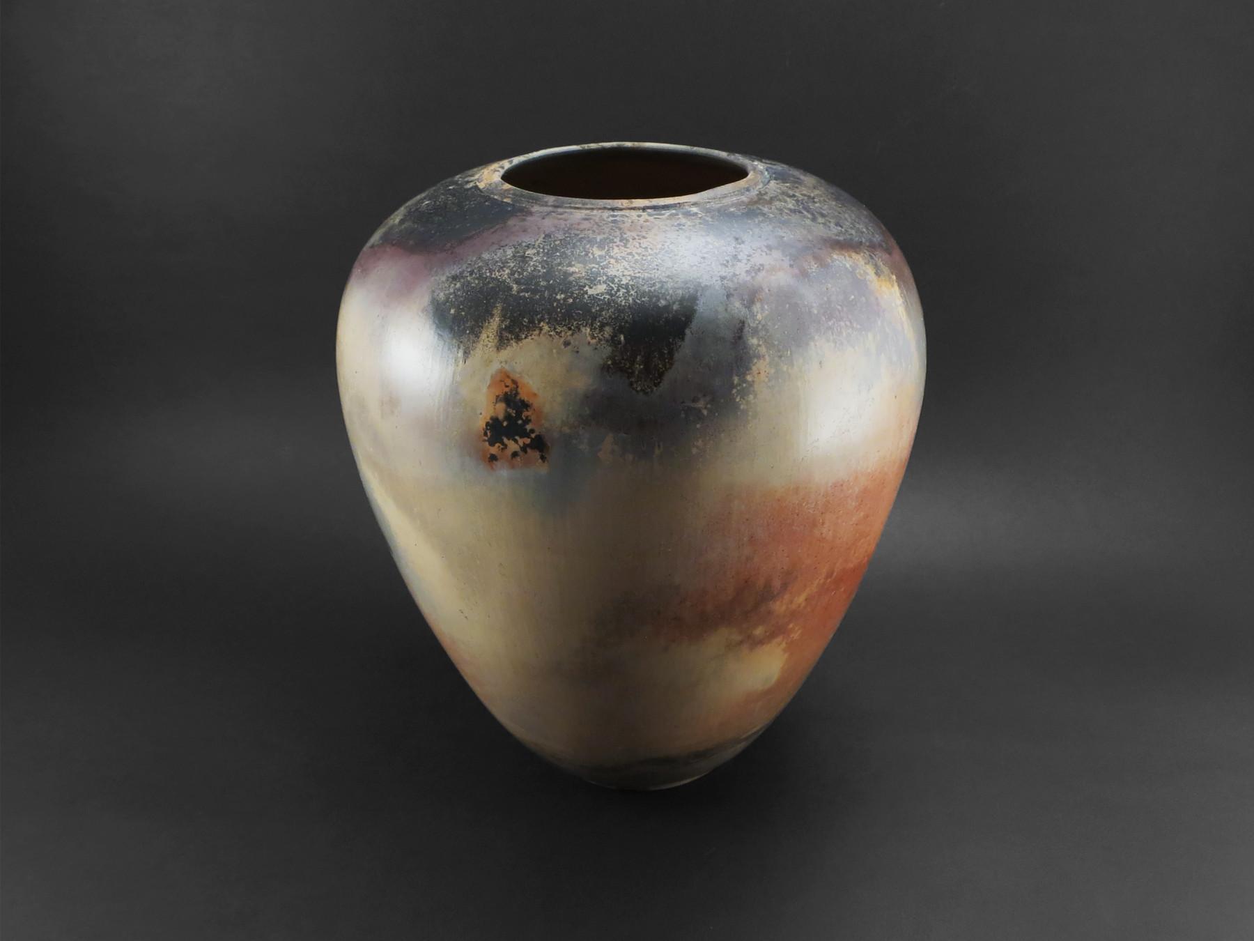 Female Vase: Reflecting Nebulae - Ildikó Károlyi