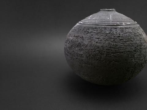 New Moon: Whispering Globe - Ildikó Károlyi