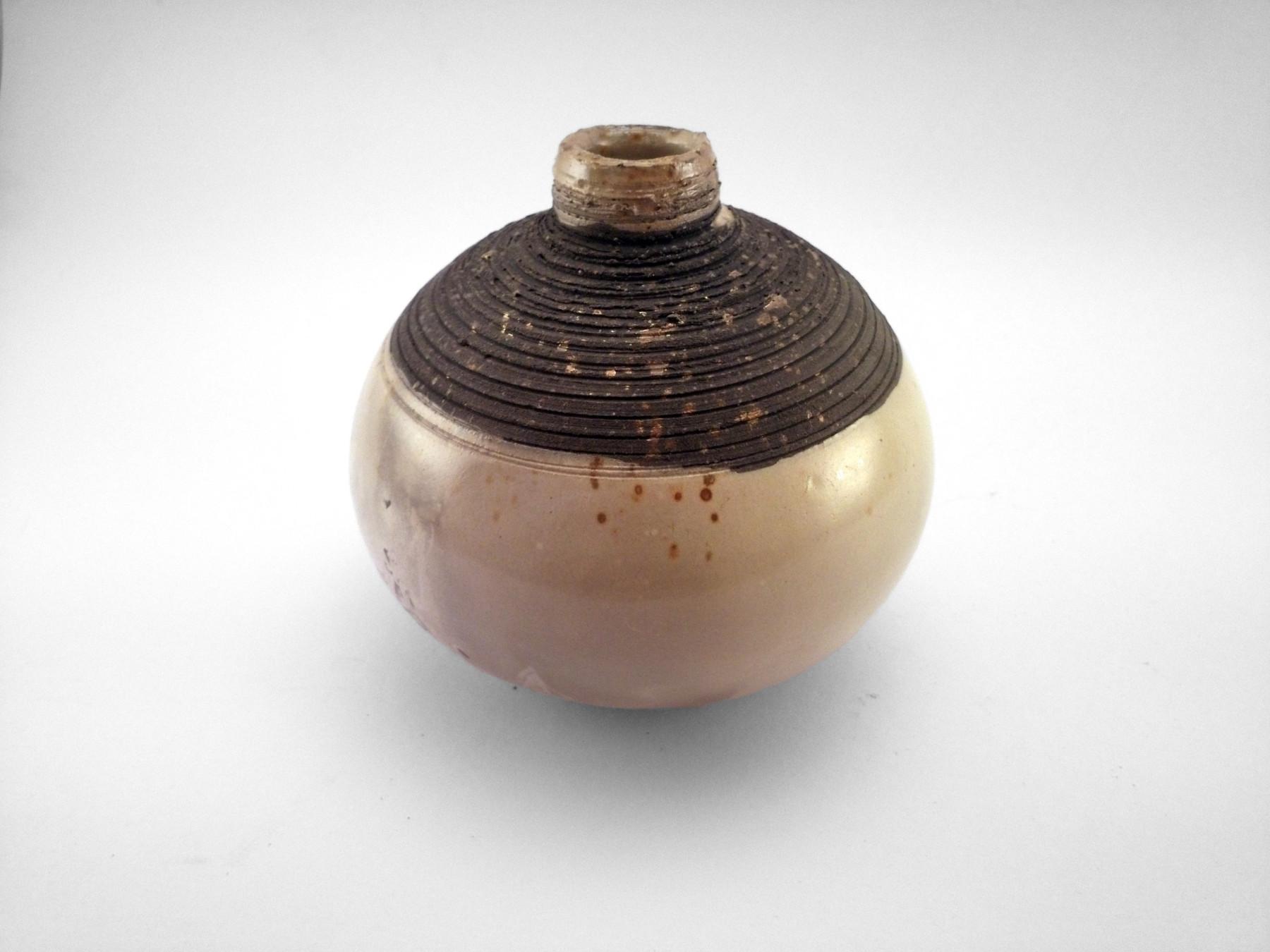 Pearl Lamp: Whispering Globe - Ildikó Károlyi